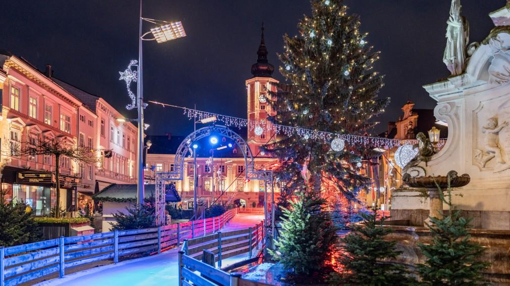 Bild vom Leiner-Eiszauber am Rathausplatz. (Foto: Bollwein)