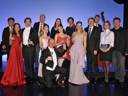 Elegant gekleidete Personen im Theater des Balletts. (Foto: Wolfgang Mayer)