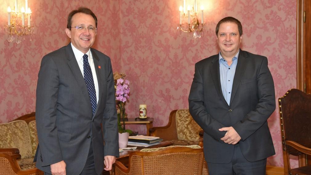 Bürgermeister Matthias Stadler und Wirtschaftskammer-Bezirksobmann Mario Burger. (Foto: Josef Vorlaufer)