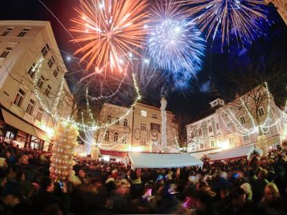 Feuerwerk am Herrenplatz. (Foto: Josef Bollwein)