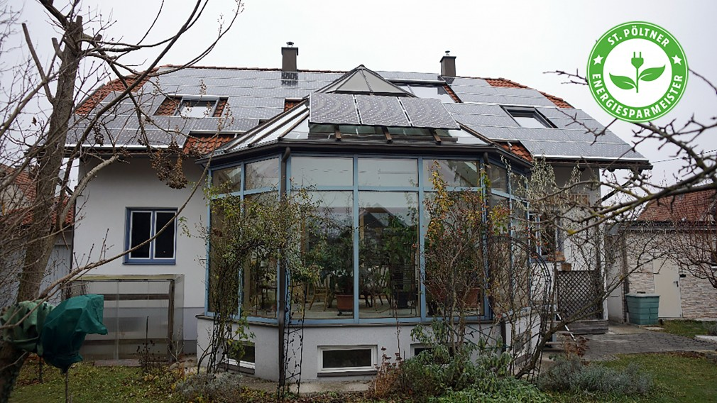 Haus mit Wintergarten und Solarzellen. Foto: Hans Nebois