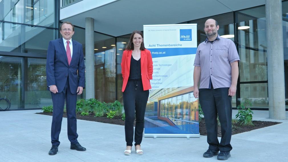 Bürgermeister Matthias Stadler mit der stellvertretenden Departmentleiterin Marlies Temper und dem Departmentleiter Simon Tjoa. (Foto: Josef Vorlaufer)