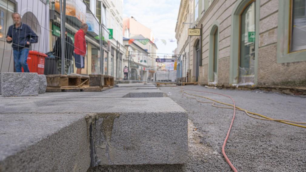 Pflasterarbeiten in der St. Pöltner Kremsergasse.