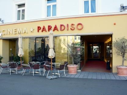 Blick auf Hausfassade vom Cinema Paradiso. (Foto: Josef Vorlaufer).