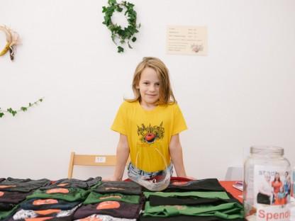 Das 14-köpfige Organisationsteam hat sich wieder ein buntes Programm ausgedacht. Ebenso bunt ist die Auswahl an Farben der beliebten T-Shirts: Gleich sechs neue kommen heuer hinzu. (Foto: Konstantin Mikulitsch)