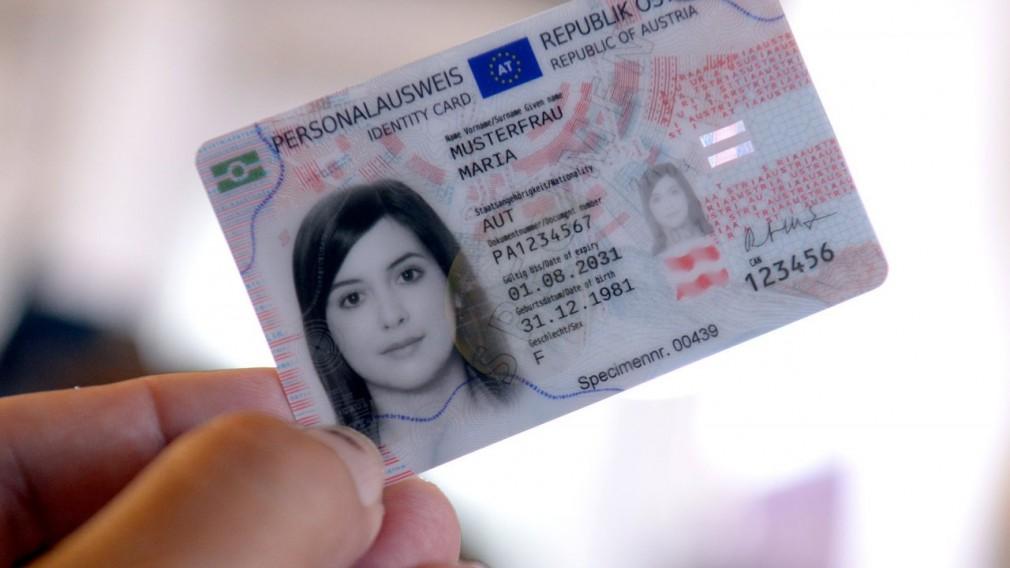 Österreichischer Personalausweis ab 2. August 2021. (Foto: APA /Herbert Pfarrhofer)