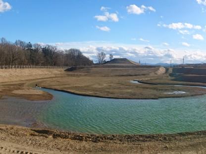 Das Retentionsbecken des neuen Erholungsgebietes Stadtwald.West dient nicht nur dem nachhaltigen Regenwassermanagement, sondern bildet auch ein wertvolles, landschaftsarchitektonisches Element. Foto: land.schafft/Benesch