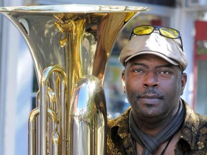 Jon Sass unterrichtet Tuba an der Musikschule. (Foto: Vera Schulter)