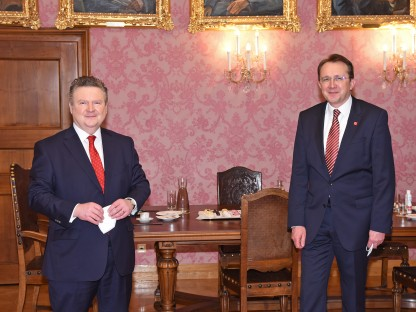 Städtebund-Präsident BGM Michael Ludwig und Städtebund NÖ-Vorsitzender BGM Matthias Stadler beim gemeinsamen Foto im Bürgermeisterzimmer (Foto: Josef Vorlaufer).