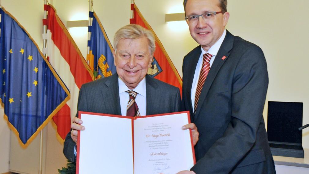 Auf den Tag genau vor fünf Jahren wurde Dr. Hugo Portisch die Ehrenbürgerschaft der Stadt St. Pölten verliehen. (Foto Josef Vorlaufer).