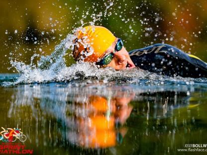 Ein Schwimmer beim Paratriathlon 2020. (Foto: Josef Bollwein)