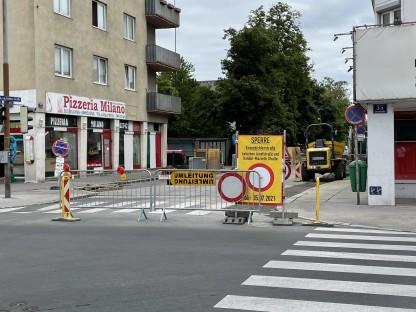 Sperrschilder vor der Einfahrt zur Kranzbichlerstraße.(Foto: Christian Krückel)