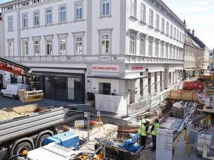 Luftaufnahme von der Baustelle in der Rathausgassse an der Ecke zum Rathausplatz. (Foto: Vorlaufer)