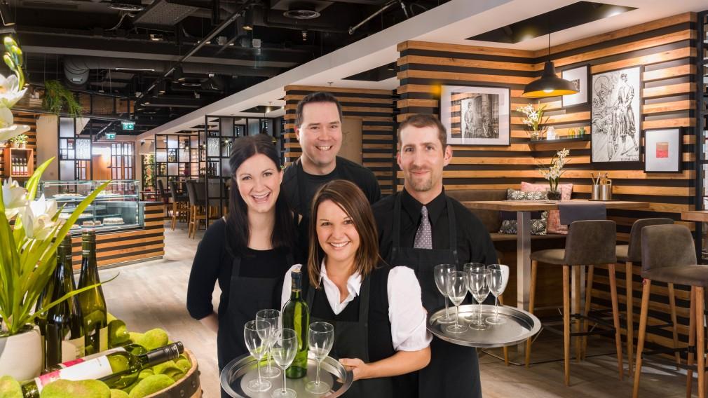 Neues Restaurant im kika St. Pölten mit MitarbeiterInnen. (Foto: kika/Leiner)