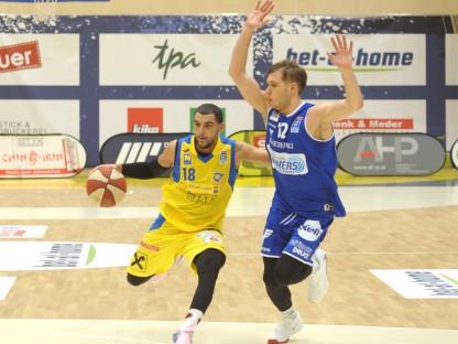 Krayem Omar von SKN St. Pölten mit Basketball. Foto: SKN St. Pölten