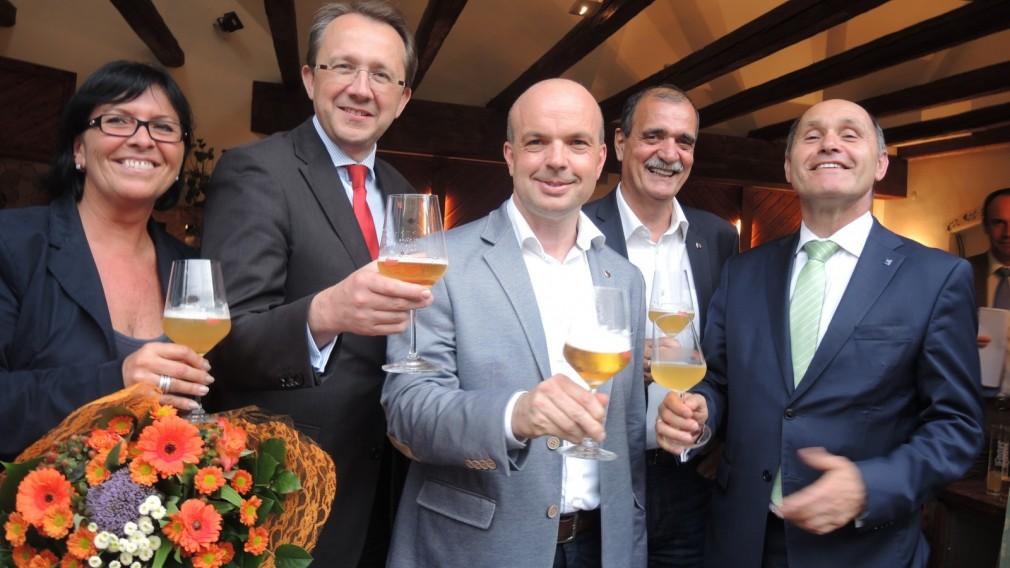 Prost! Die Braustadt St. Pölten stößt auf's neue Egger-Glas an