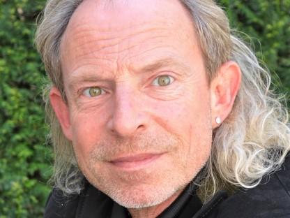 Die Stadt trauert um Allroundkünstler und Parandtauerpreisträger Alexander Bisenz (Portraitfoto: Josef Vorlaufer).