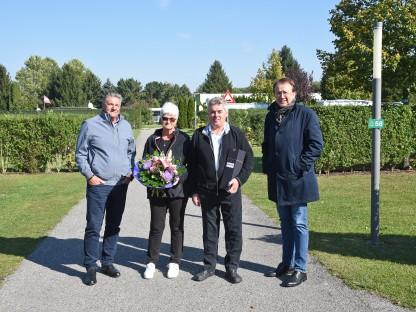 Geschäftsführer Martin Sadler, Inge Rixinger, Helmut Neuhauser und Bürgermeister Matthias Sadler am Campingplatz. (Foto: Josef Vorlaufer)