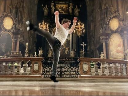 Felix Röper tanzt im Stephansdom (Screenshots Robert Neumüller).