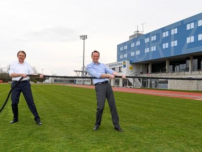 Sportlandesrat Jochen Danninger und Bürgermeister Matthias Stadler. (Foto: NLK Reinberger)