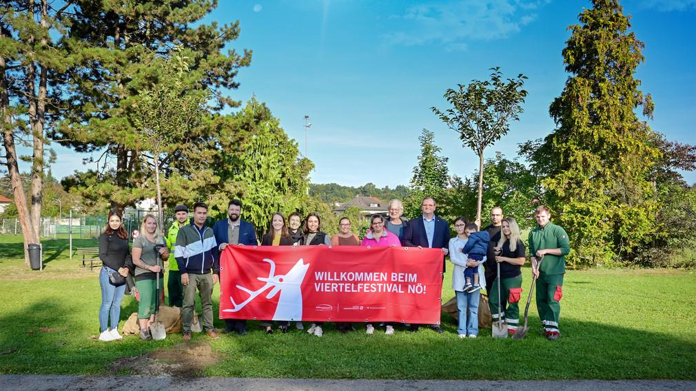 Die Projektbeteiligten im Sturm19 Park bei dem Projektabschluss  (Foto: Jasmina Dzanic)
