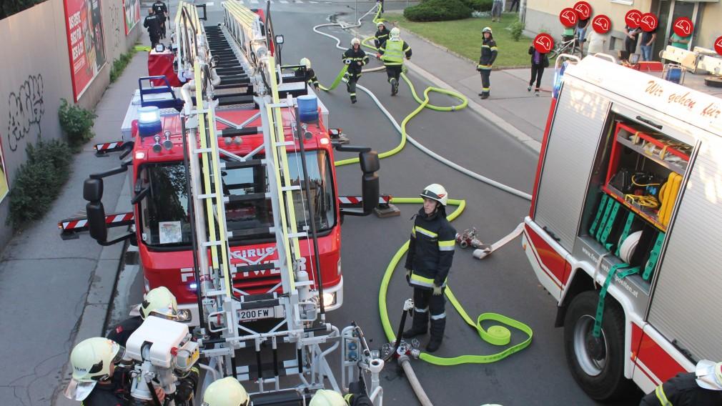 Feuerwehreinsatz auf Straße