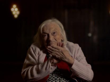 Alte Frau die klatscht. (Foto: ORF/phlex film)