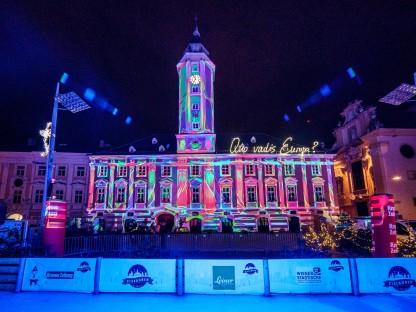 Lichtershow auf der Fassade des St. Pöltner Rathauses. (Foto: Josef Bollwein)
