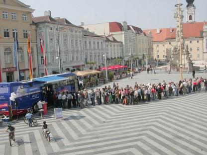Euro-Bus hält mit neuen Banknoten