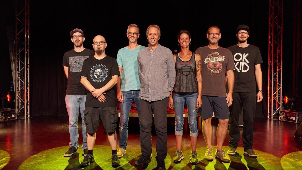 Das Freiraum-Team stehend auf der Bühne. (Foto: Klaus Engelmayer).