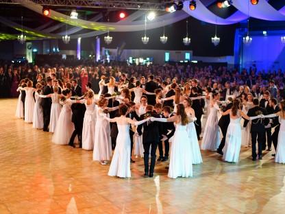 Tanzpaare auf dem Tanzparkett am Hauptstadtball im VAZ St. Pölten. (Foto: Josef Bollwein)