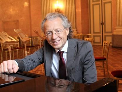 Ein Porträtfoto des Pianisten Rober Lehrbaumer