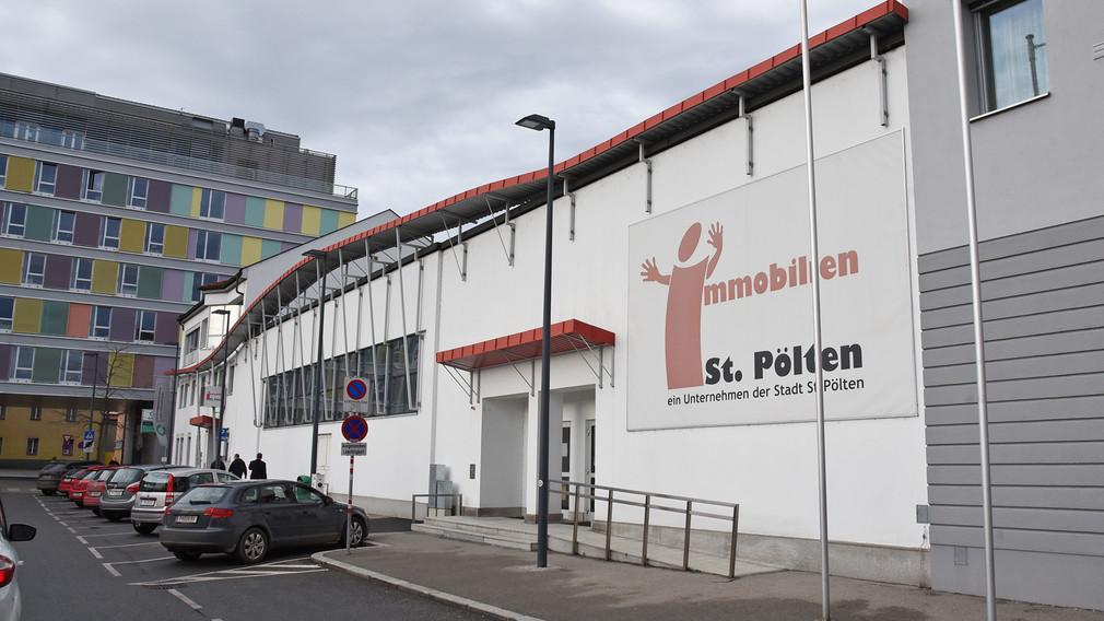 Außenansicht Saal der Begegnung, Gewerkschaftsplatz 2, 3100 St. Pölten. (Foto: Josef Vorlaufer)