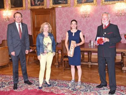 Bürgermeister Matthias Stadler, Eva Prischl, Veronika Harm und Gerhard Hackner. (Foto: Josef Vorlaufer)