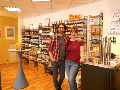 Evelyn Bäck und Gwael Gauthier in ihrer neuen Hopfenspinnerei in der Linzer Straße. (Foto: Beate Steiner)