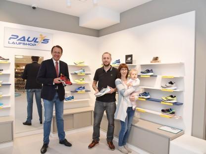 Bürgermeister Matthias Stadler, Geschäftsführer Andreas Haselsteiner und Cornelia Novak freuen sich über die offizielle Eröffnung. Foto: Josef Vorlaufer