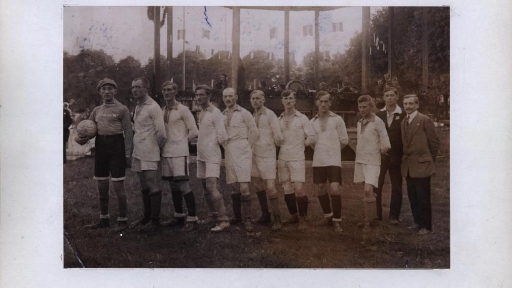 Erste Kampfmannschaft bei der Gründungsfeier des Sturm 19 im Jahr 1919. Foto: Stadtarchiv St. Pölten