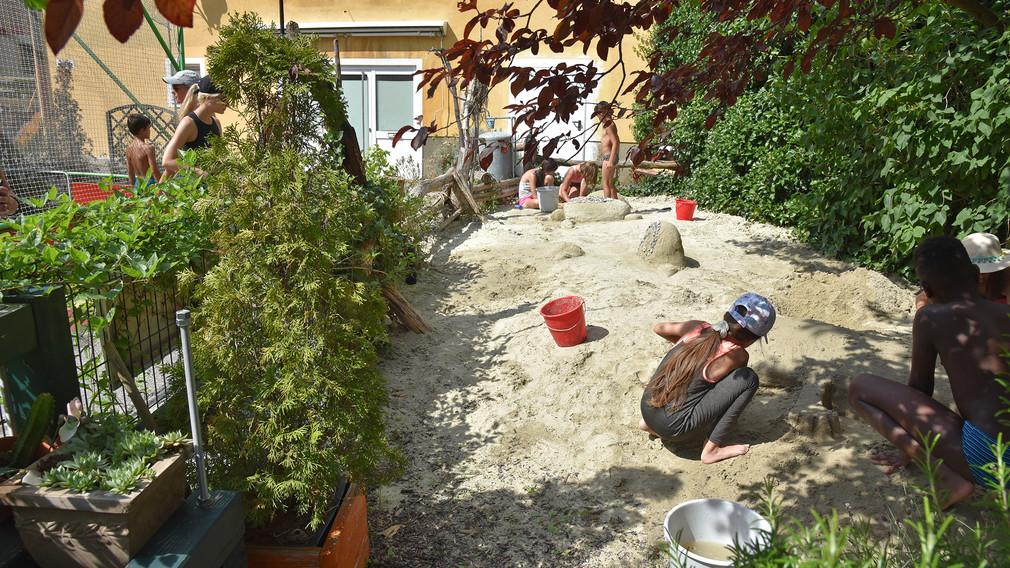 Kinder auf Sandspielplatz.(Foto: Anna Putz).