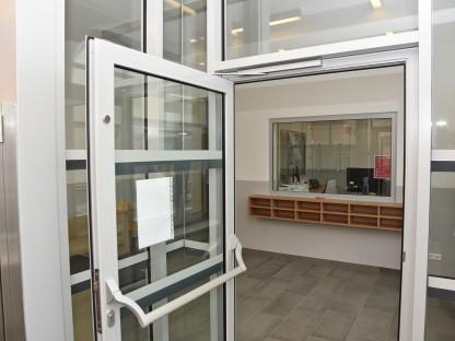 Der neu gestaltete Eingangsbereich im Haus C des Rathausbezirkes. (Foto: Josef Vorlaufer)