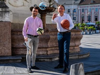 Sportbeauftragter Florian Gleiss und Bürgermeister Matthias Stadler freuen sich über das Vorziehen der Subventionsansuchen im Sportbereich (Foto: Arman Behpournia).
