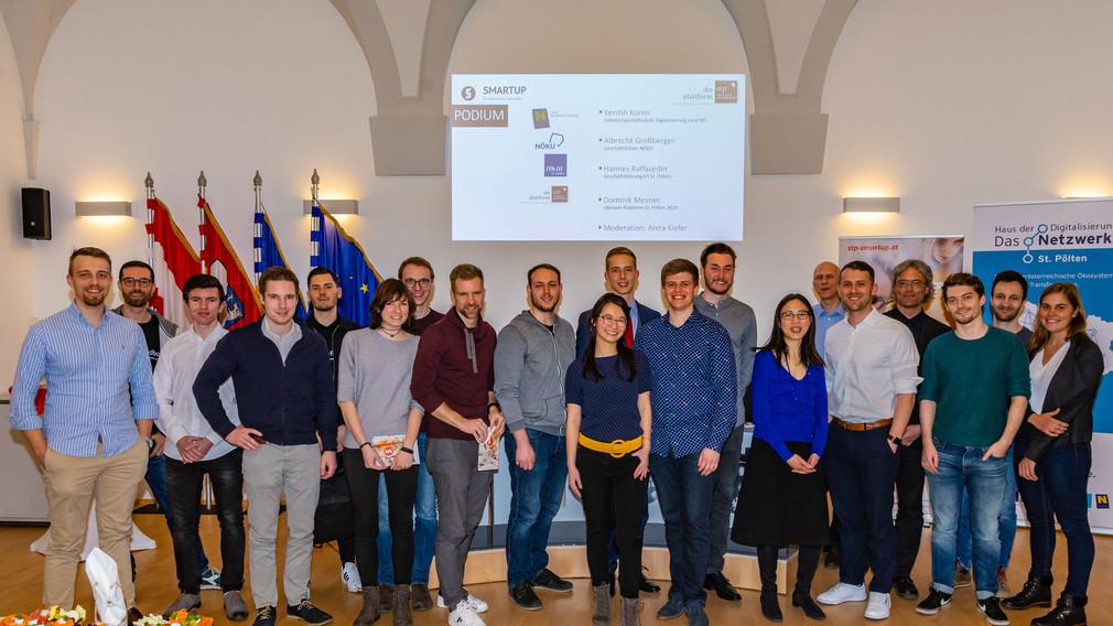 Die Teilnehmer des Smartup-Forums im Gemeinderatssitzungssaal des St. Pöltner Rathauses. (Foto: FH St. Pölten / Tobias Jungmeier)