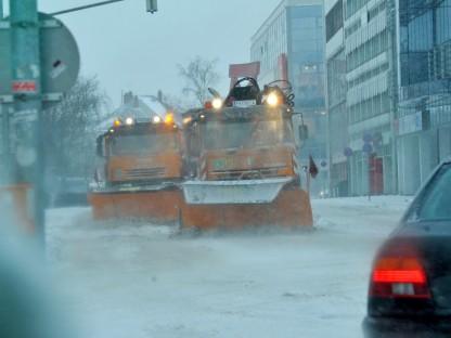 Räumfahrzeuge im Winterdienst-Einsatz. (Foto: Josef Vorlaufer)