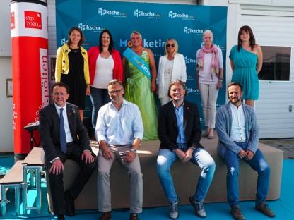 Thomas Mikscha und sein Team beim Fest mit Bürgermeister Matthias Stadler, Plattform-Obmann Dominik Mesner und Marketing St. Pölten Geschäftsführer Matthias Weiländer.
