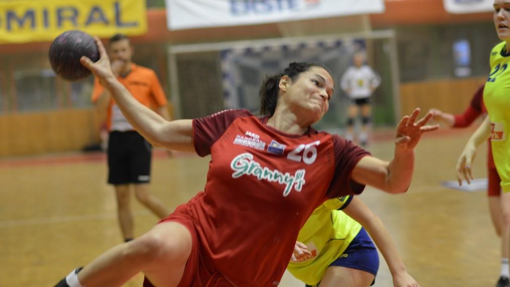 Handball-Athletin kurz vor dem Wurf