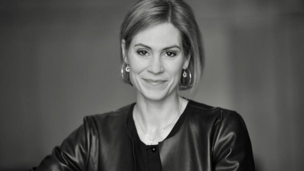 Portraitfoto von ORF-Moderatorin Julia Schütze (Foto: Wolfgang Mayer).