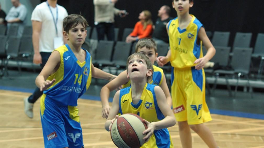 Jungs beim Basketballspielen. (Foto: Wolfgang Mayer)