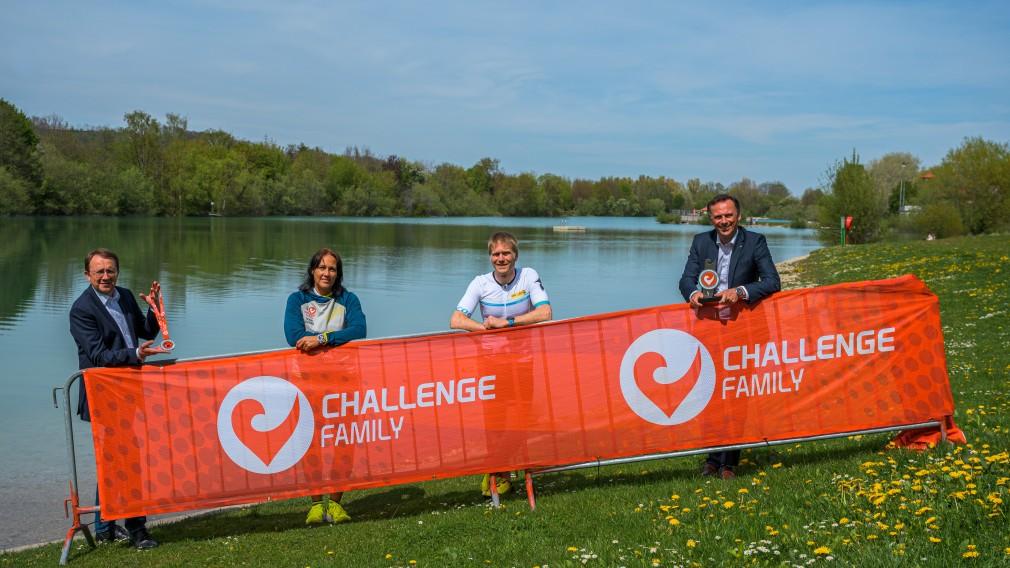 Bürgermeister Matthias Stadler, Organisatorin Petra Schwarz, Triathlet Christian Putz und Landesrat Jochen Danninger. (Foto: Arman Kalteis)