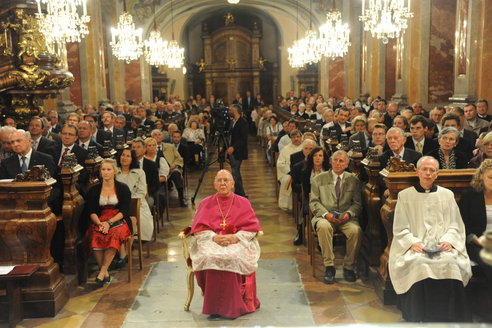 Festmesse: Bischof Küng ist 75